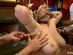 Nerine Mechanique loves spanking and fi9ngering in BDSM vid
