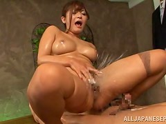Japanese masseuse Satou Haruka squirts after fucking her client