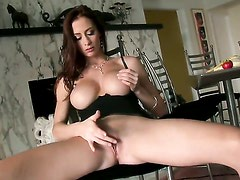 Piper Fontaine with huge hooters and trimmed snatch