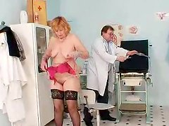 Scarlet head gran gash yawning at gyno clinic