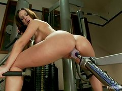 Flexible Jada Stevens gets her wet pussy toyed by a machine