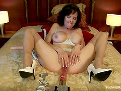 Fucking Machine Banging Veronica Avluv's Cunt on the Bed