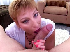 Short-haired milf get cum in her wide mouth