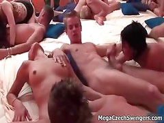 Amateur groupsex in this swinging orgy part2