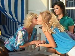Smoking hot lesbians have a foursome on camera