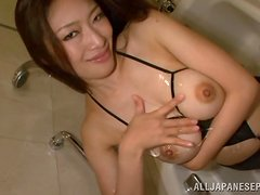 Amateur couple have a nice fuck in the bath.
