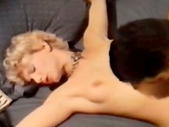 Tempting blonde porn babe gets her pussy eaten - retro
