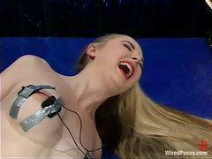 Slim Chanta-Rose gets toyed deep by Audrey by the pole