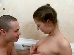 Horny Teen Couple Was Bathing And Gets Great Hardcore Sex
