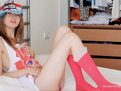 Teen Gloria plays with her pink pussy in close-up scenes