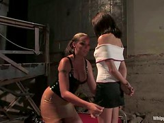 Sindee Jennings gets toyed and tortured by Delilah Strong
