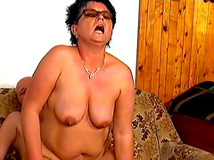 Short-haired mom Faye gets her cunt fingered and fucked deep