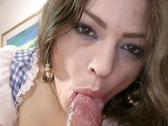 Teen Leone Queen is sucking this nice tanned dick