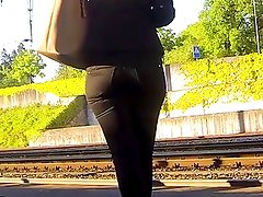 Candid - Blonde Babe With A Nice Ass In Black Jeans
