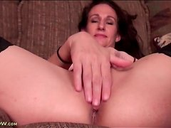 Saggy tits mature in stockings masturbates