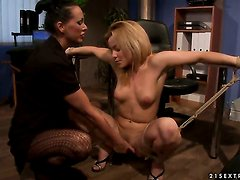 Brunette Mandy Bright has some time to