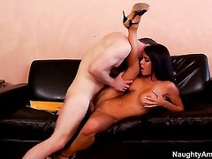 Danny Wylde cant resist attractive Jessica Jaymess