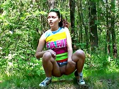 Shaved young pussy pees outdoors