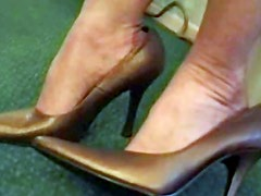 Blonde secretary flaunts her sexy feet in nylons at work