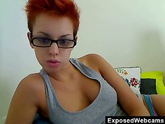 Araxie fingers and toys her snatch in front of a webcam