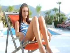 Extremely wow vagina toying on a sunbed