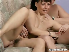 Ugly mature slut sucks two cocks part5
