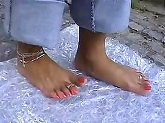 INDIAN GIANTESS WILD PRETTY FEET