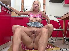 Old blonde mommy rides soninlaw cock