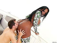 Black Thick Ass tranny getting banged