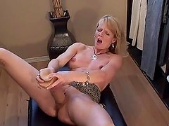 dates25com Blonde milf squirts with huge dil