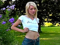 Perky boobs teen in tee shirt