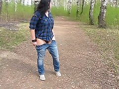 I'm pissing in the park on the footpath)