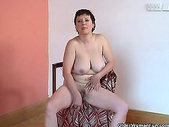 1fuckdatecom Hairy granny with big tits play