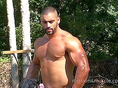 Bodybuilder Corleone Big Cum shot