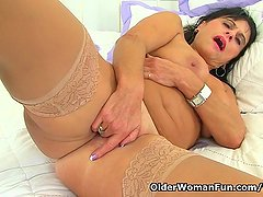 British milf Raven fucks her pussy with her fingers