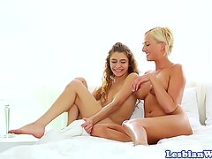 Lesbian babes pussyeating and scissoring
