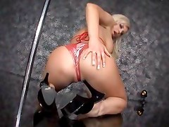 What does Andi Anderson adore ? Feeling a huge black monstrous dick