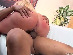 Julie Cash Fuckes A Black Cock