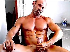 GAY MUSCLE DADDY DRIPS HIS LOAD