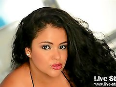 Hot Curvy Colombian Chica