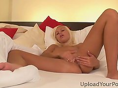 Beautiful Chick Fingering Her Cunt