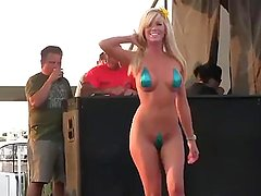 Colombian Chick Laura Brown Loves to Suck