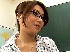 Yuna Takizawa kisses her student and gets very horny from it