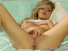 Jessa Rhodes finger fucking her shaved pussy