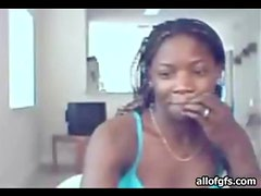 Pretty black chick with hot body webcam dances