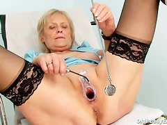 Old lady spreads her legs and plays with her pussy
