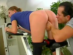 Fit knob gobbling girl fucked in gym