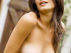Teen gets all naked alfresco
