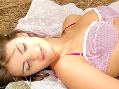 Teen seductress's countryside picnic
