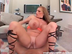 Huge tits curvy girl laid by a hard cock